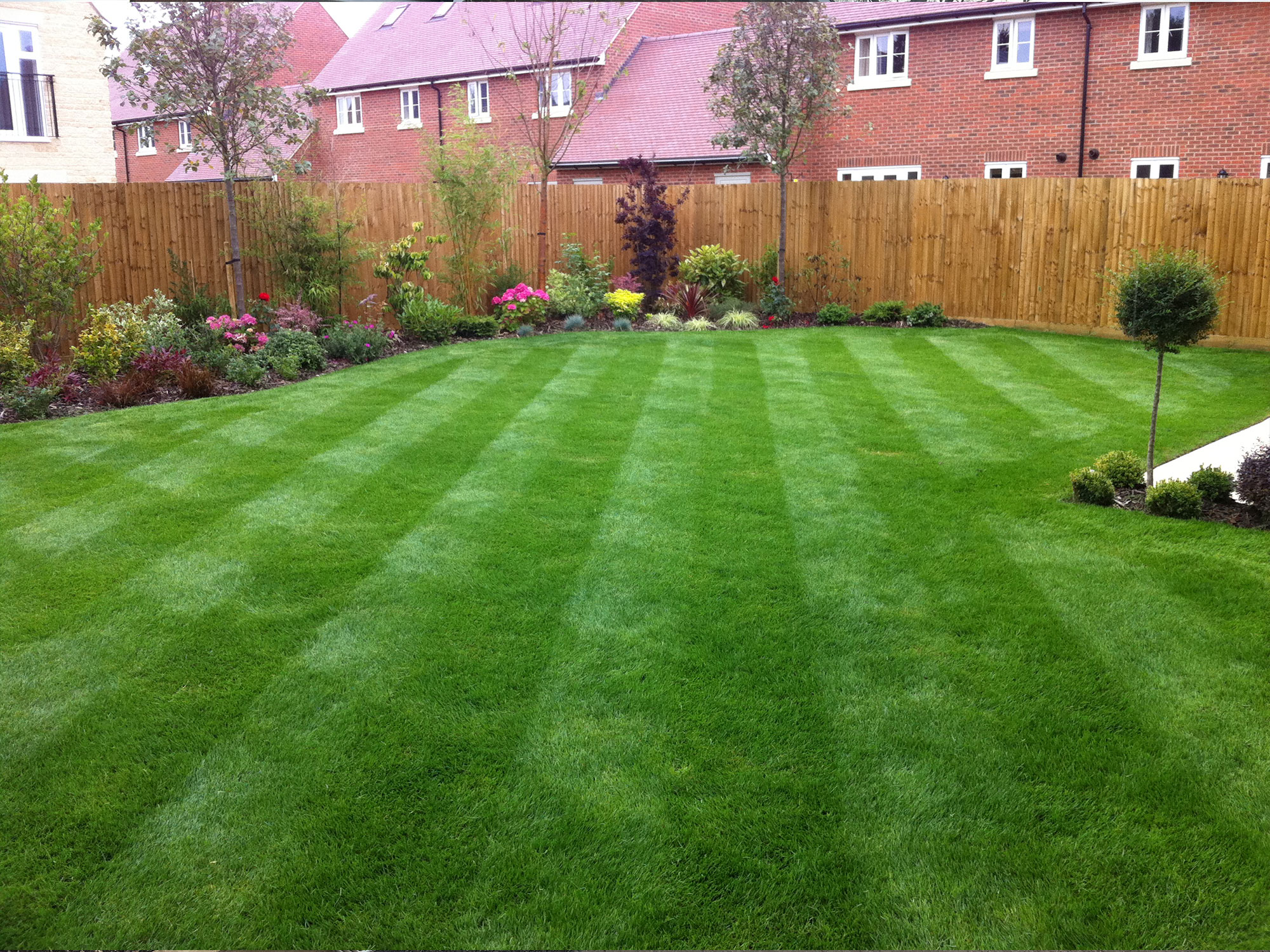 Garden maintenance oxford jack drewe landscaping for Basic garden maintenance